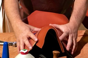 Hermès saddle making